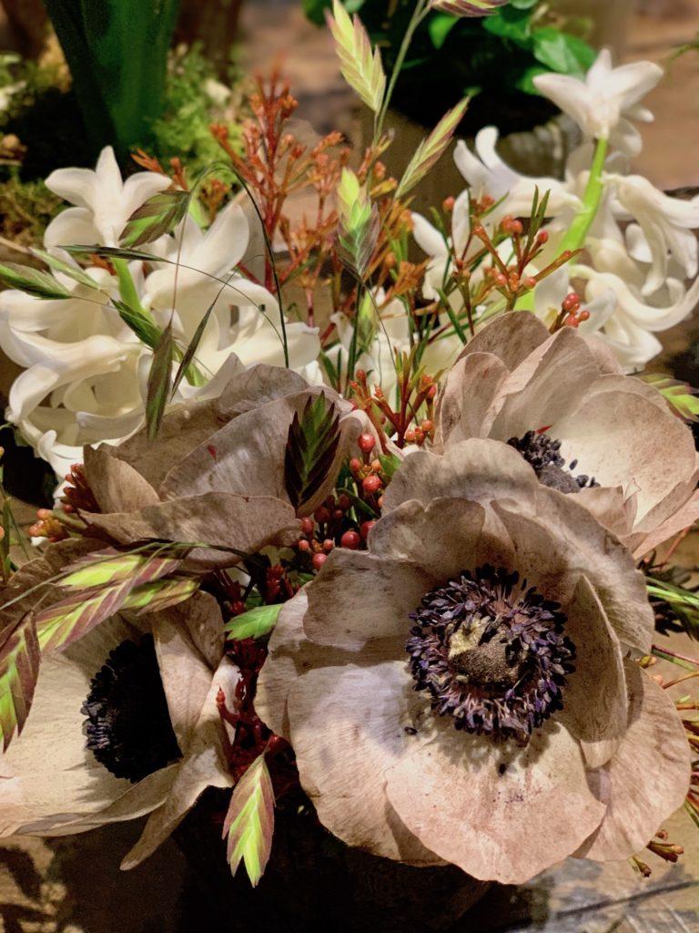 Composition florales dans les offices du château de Chenonceau